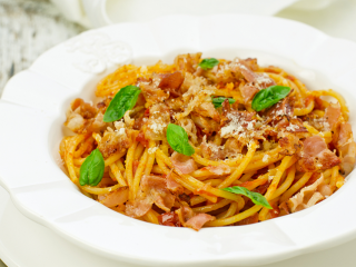 image of Spaghetti with pumpkin sauce and bacon strips